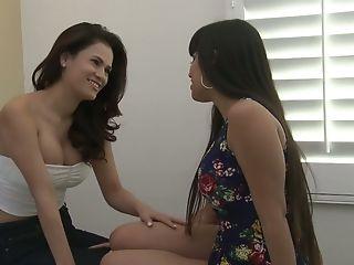 Lecherous Vanessa Veracruz And Mercedess Carrera Love Each Others Vags