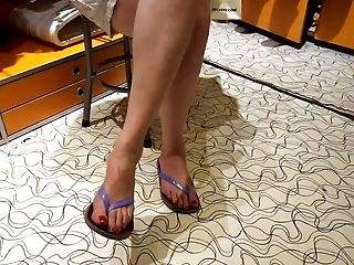 Gf's Moms Sexy Lengthy Feets, Lengthy Crimson Toes Gams