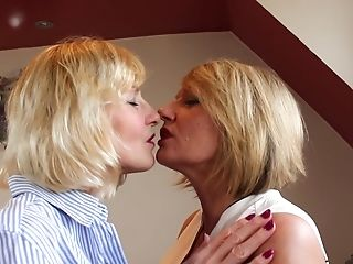 Matures Blonde Voluptuous G/g Duo Amy And Molly Maracas