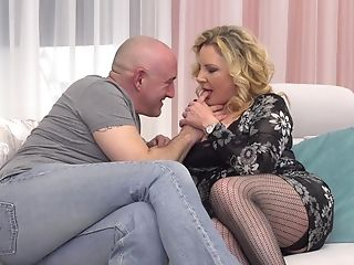 Matures Unexperienced Blonde Mummy Valentina Takes Spunk Down Her Facehole
