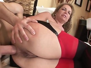 Old And Youthfull Buttfuck: Big Booty Matures Mummy Assfucked By Junior Lad