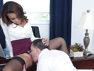Sexy Manager Raven Redmond Needs A Cunny Banging Act